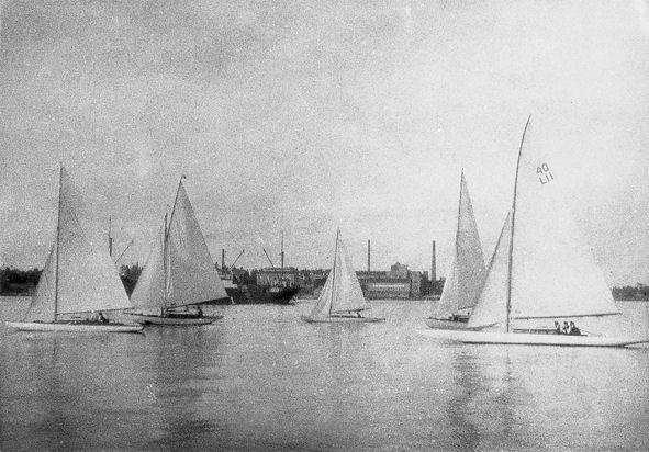 Amica, Vihuri, tunnistamaton vene sekä Pyry ja Pikku-Tyttö.